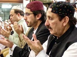 """Aey Allah, meri aulad ko Saaleh bana"" - Iftikhar;  ""Aey Allah, Abba ko extension dila"" - Arsalan"