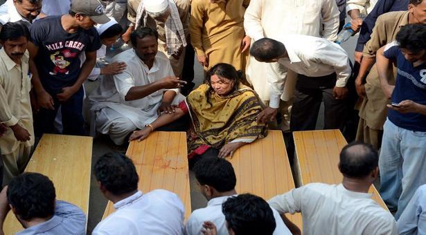 Peshawar-Commissioner-church-attacks-bombing-death-83-Pakistan_9-23-2013_119506_l