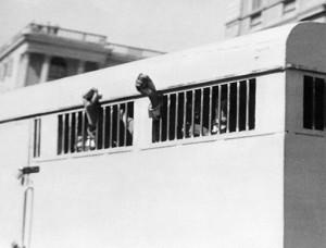 جون 1964ء میں نیلسن منڈیلا کی بیرک میں ایک تصویر
