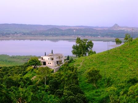 kalar-kahar-lake-view