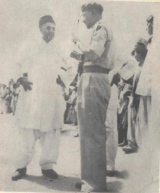 Mirza_Nasir_Chating_with_Furqan_Force_Colonel_Sahibzada_Mubarak_Ahmad