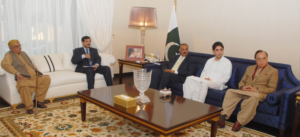 ppp-chairman-bilawal-bhutto-zardari-meets-the-delegation-of-ppp-leaders-at-bilawal-house-lahore1-1024x468