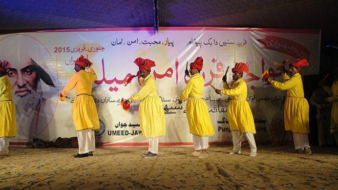 150216222516_festival_bahwalpur_640x360_bbc_nocredit