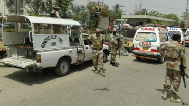 150513065316_karachi_bus_firing_640x360_bbc_nocredit