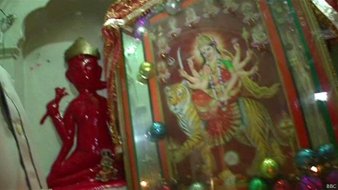150803202008_pakistan_minorities_hindu_temple_640x360_bbc