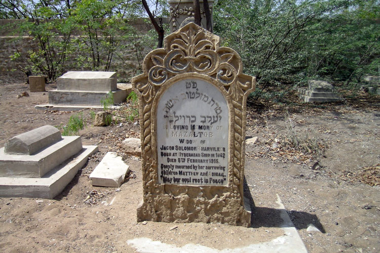 Jewish-Graveyard_101