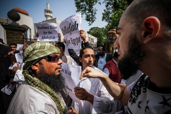 [UNVERIFIED CONTENT] The banned radical islamist organisation, Al-Muhajiroun, received strong counter-protests from opposing muslims outside the Regents Park mosque regarding the extremist group's current demands that Egypt is placed under Shariah law.