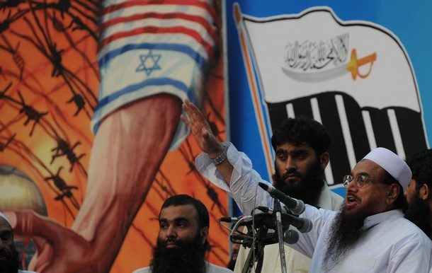 Hafiz Saeed (R), leader of banned charity organisation Jamaat-ud-Dawa, speaks at a rally in Lahore on June 13, 2010 against the Israeli deadly raid on aid ships bound for Gaza. Nine Turks were killed by Israeli commandos who boarded a Turkish vessel carrying humanitarian aid to Gaza, which is under an Israeli blockade. AFP PHOTO/Arif ALI (Photo credit should read Arif Ali/AFP/Getty Images)