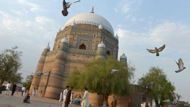 141013194818_multan_bahuddin_zakaria_shrine_640x360_afp